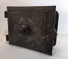 Très lourde porte au riche décors en métal de 25 cm à identifier, coffre ?