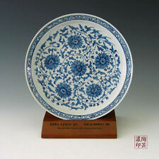 Assiette Porcelaine Bleue Blanche Soigneusement Décorée Fleurs Bouddhiques