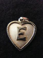 Colgante Corazón Medallón en PLATA Chapado Letra E 2 cm