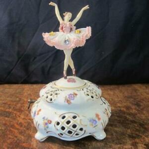 VINTAGE DRESDEN LACE PORCELAIN FIGURE MUSICAL BOX WITH SWISS THORENS MOVEMENT