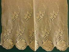 B11 joli rideau ancien motif fleur 80 cm sur 64 cm