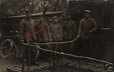 21412/Original Photo 9x13cm, SOLDIERS + bike before Dugout, 1916