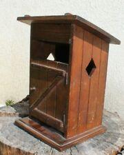 Ancienne et insolite boite a cigarettes et briquet en forme de wc extérieur