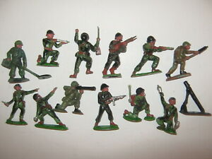 Hilco soldiers set of all 12  in 12 poses + mortar excellent cond late 1950's