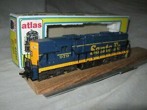 A5884 HO ATLAS 7001 SANTA FE RR #979 EMD SD24 DIESEL LOCOMOTIVE