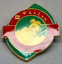 Vintage Snow Skiing Pin from Vail Ski Resort RETRO Downhill Enamel Gold Tone