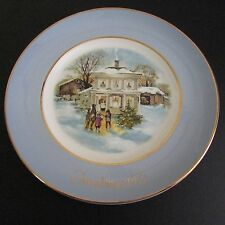 Avon Christmas Plate 1977 Carollers in the Snow Enoch Wedgwood England 5th Ed.