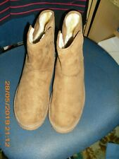 Womens boots brown suede size 5