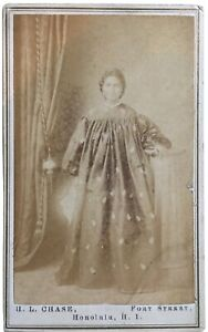 Carte de visite of a native of Hawaii by H. L. Chase, Honolulu.