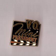 Pin's Fromage mini président (Version VO Clap de cinéma - zamac doré)