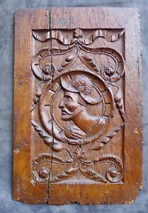 Nice Antique wood carved panel with a soldier head 16hth C. the Netherlands