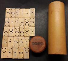 ANCIEN JEU DE DOMINOS EN BOIS - Les 28 dominos mesurent 20 x 10 x 3 mm