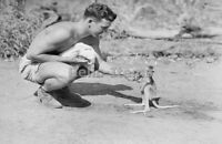WW2 Picture Photo US American soldier with a tiny cute kangaroo 1942 0422