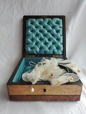 Boîte , coffret marqueterie et couronne de mariée ancienne fleur en cire.