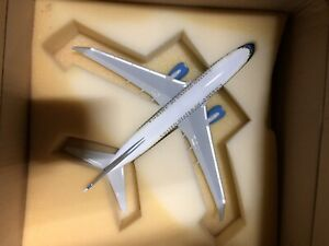 Air Force Three USAF C-40B Boeing 737-700 Desk Display 1/100 Model ES Airplane