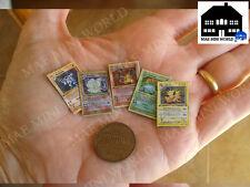 Pokemon, Kartenspiel Miniatur Set. MAE Mini World. Maßstab 1/12