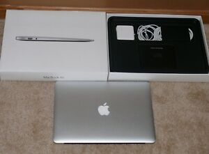 """Apple MacBook Air 13"""" 2.2GHz i7 8GB RAM 1TB SSD OS X 10.5.7 -4 Cycles on Battery"""