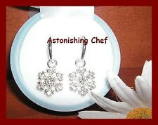 AVON SNOWFLAKE EARRINGS IN SNOWFLAKE BOX KEEPSAKE NEW