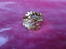 STRIKING 14K GOLD AND DIAMOND FEATHER RING SIZE 8 WEIGHING 7.8 GRAMS