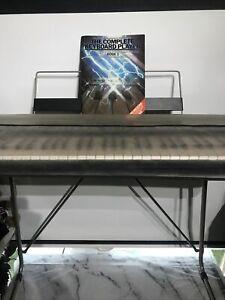 Vintage Large Yamaha PSR 32 Keyboard Portable Keyboard 61 Keys +Stand Cover Book
