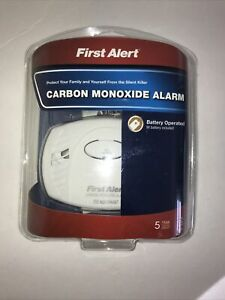 First Alert Carbon Monoxide Alarm CO Detector Batteried Smoke Alarm # CO400, NEW