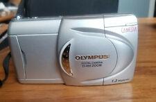 Olympus Camedia D-460 Digital Camera 3X Zoom - extras