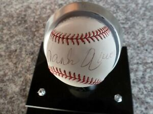 HANK AARON  Autographed Signed OML Baseball Mounted Memories Authentication