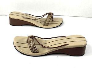 Vintage Women's Unbranded Thong Sandals Brown/ Beige Low Wedge Size: 8 US
