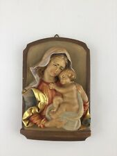 Holz Relief Maria mit Jesus Kind Mutter Gottes geschnitzt bemalt Alois Ohmayer