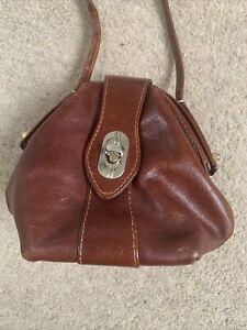 VINTAGE. Tan Unusual Leather Small Shoulder Bag.