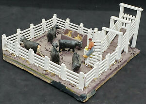SMALL Cattle Pen Corral: VINTAGE Custom WOODEN / Decorated HO Scale Building