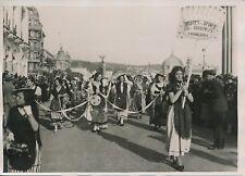 NICE c. 1930 - Défilé Jeunes Femmes Costumes Reines Provinciales - PRM 357