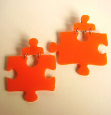 "2050 / BOUCLES D'OREILLE CLIPS ""PUZZLE"" PLASTIQUE ORANGE"
