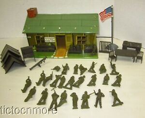 VINTAGE MARX US ARMY HEADQUARTERS TRAINING CENTER W/ FLAG ACCESSORIES & SOLDIERS
