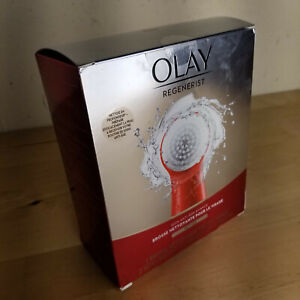 OLAY REGENERIST Facial Cleasing Handle 2 Soft Bristle Brush Heads 2 AA Bateries