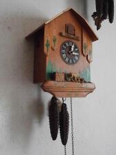 Reloj antiguo de pared alemán con canto cucu cuco mecánico con pesas y péndulo