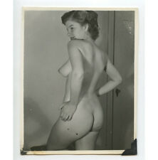 VINTAGE PIN UP PHOTO BUSTY NUDE WOMAN SIDE VIEW/SMILING/POSING ADULT ONLY ITEM