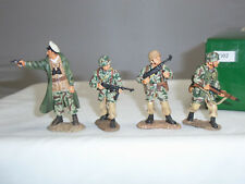 KING AND COUNTRY FJ002 GERMAN FALLSCHIRMJAGER ATTACKERS METAL TOY SOLDIER SET