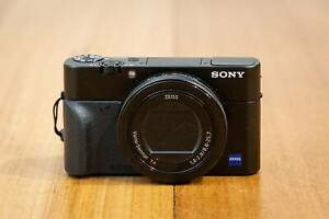 Sony RX100 V (RX100M5) digital camera with grip