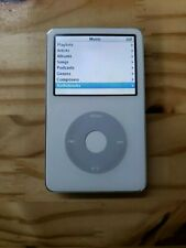 Apple IPOD 5th Generation 30GB - White Silver Back A1136