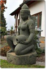Skulpturen mit Menschen-Motiv und über 60cm Höhe