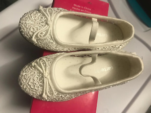 Toddler White net pump shoes Carters size 8