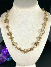 WONDERFUL VINTAGE CROWN TRIFAR GOLD-TONE OPEN WORK FLOWER DIAMOND CHAIN NECKLACE
