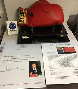 Muhammad Ali autographed boxing glove with coa everlast hof (CW)