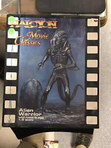 Halcyon Movie Classics Alien Warrior with base + egg 1:9 Scale Halo4 JH913