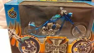new 1:18 scale model MotorCycle by Muscle Machines CFL Rigid MotorCycle in Blue.
