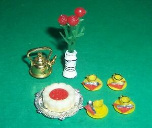 VINTAGE 1970's LUNDBY DOLLS HOUSE TEA  ACCESSORIES CUPS, CAKE, FLOWERS & KETTLE