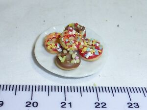 1:12 Scale 5 Cakes on a Plate 1  Doll House Miniatures
