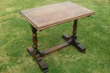 Early 20th century oak ocasional table with turned legs
