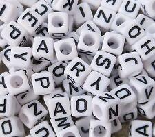 100 PEZZI 6mm Bianco in Acrilico Cubo Lettera Alfabeto Misto Perline